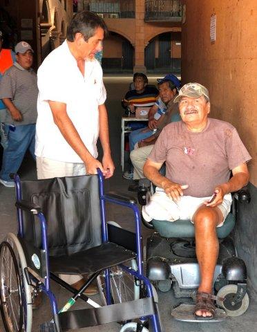 """<a href=""""/noticias/entregan-silla-de-ruedas-solicitada-durante-gira-de-agradecimiento"""">Entregan silla de ruedas solicitada durante gira de agradecimiento</a>"""